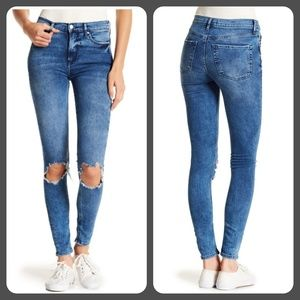 Free People Busted Knee Skinny  Jean Size: 27